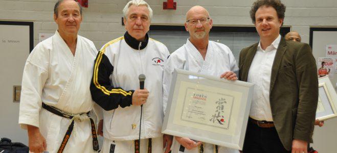 Ehrung für 50 Jahre Karate